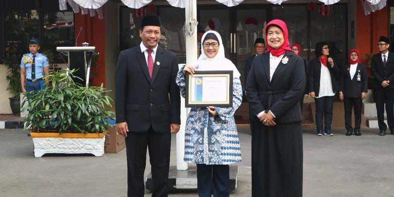 Universitas Budi Luhur (UBL) mendapat penghargaan dari Lembaga Layanan Pendidikan Tinggi (LLDikti) Wilayah III DKI Jakarta atas prestasi pengabdian masyarakat, khususnya melibatkan masyarakat pegiat sampah (14/8/2019).