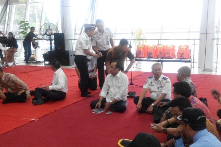 Menteri Perhubungan Budi Karya Sumadi meninjau Pelabuhan Semayang, Balikpapan, Kalimantan Timur, Jumat (14/7/2017).