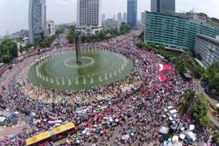 Suasana pesta rakyat di Bunderan Hotel Indonesia, Jakarta, Senin (20/10/2014).