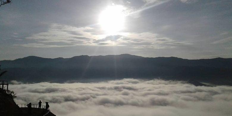 Pemandangan Negeri Di Atas Awan di Gunung Luhur, Citorek, Kecamatan Cibeber Kabupaten Lebak, Banten