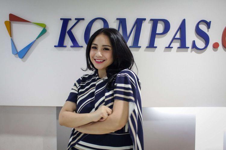 Aktor <a href='https://manado.tribunnews.com/tag/nagita-slavina' title='NagitaSlavina'>NagitaSlavina</a> berpose usai wawancara promo film The Secret di redaksi Kompas.com, Palmerah Selatan, Jakarta, Rabu (18/4/2018). Film yang bergenre horor tersebut akan tayang pada 26 April 2018.