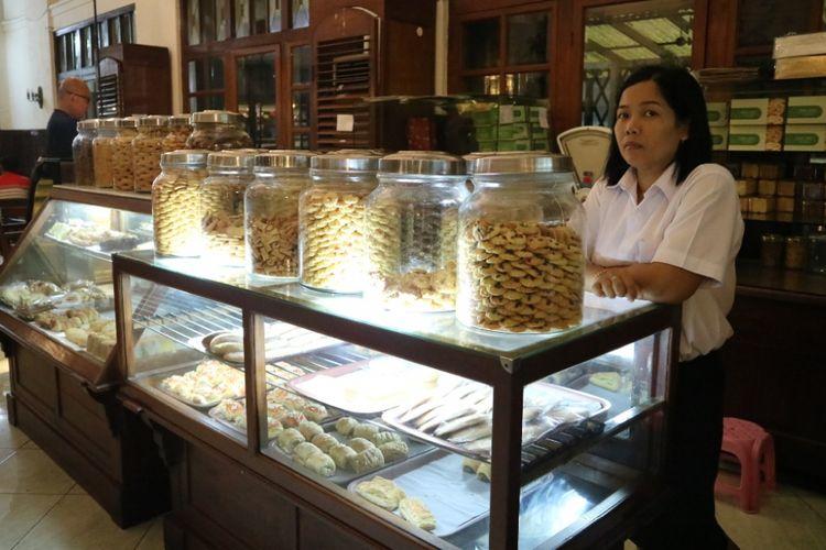 Kue-kue dengan resep asli sejak Toko Oen di buat tahun 1922 di Yogyakarta, saat ini Toko Oen sendiri hanya berdiri di Semarang, Kamis (19/7/2018).