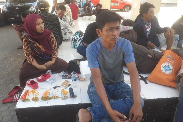 Pengungsi asal Wamena di asrama transit Dinas Tenaga Kerja dan Transmigrasi Jatim, Minggu (29/9/2019)
