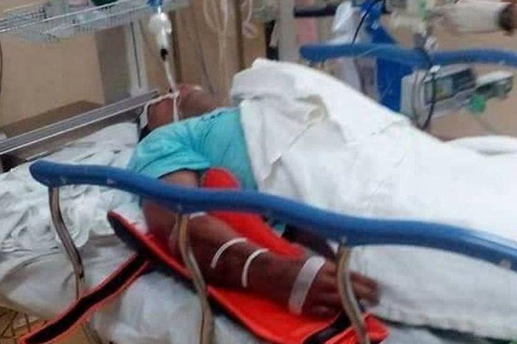 Petugas pemadam kebakaran Abu Zarin Hussin sempat dirawat di rumah sakit setelah digigit ular kobra liar pada Senin (12/3/2018). Dia meninggal empat hari setelahnya.