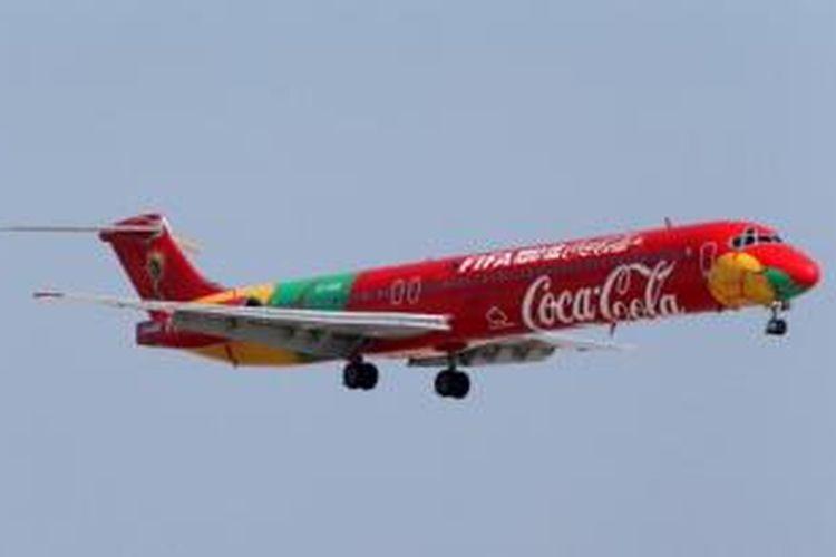 Pesawat khusus yang membawa trofi Piala Dunia 2014 berkeliling dunia menempuh jarak lebih dari 149.000 km. Trofi Piala Dunia direncanakana hadir di Indonesia pada 6-8 Januari 2014.