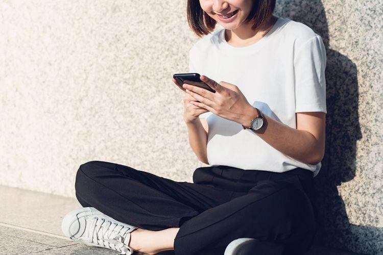 Menggunakan smartphone