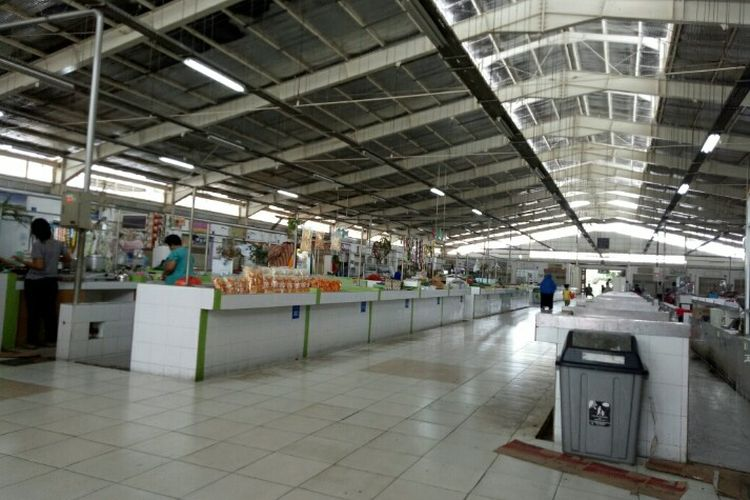 Sejumlah pedagang Pasar Kita Pamulang, Tangerang Selatan mengeluhkan tentang sepinya pembeli dalam waktu beberapa tahun terakhir. Mereka berharap adanya program pasar yang dapat meramaikan hingga mendatangkan pembeli.