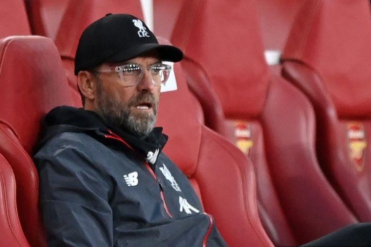 Reaksi Juergen Klopp saat menyaksikan Liverpool kebobolan gol kedua pada laga melawan Arsenal di Stadion Emirates, Kamis (16/7/2020) dini hari WIB.