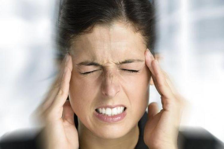 Serangan vertigo bisa memicu sakit kepala, tubuh terasa limbung, dan lingkungan sekitar seakan berputar-putar