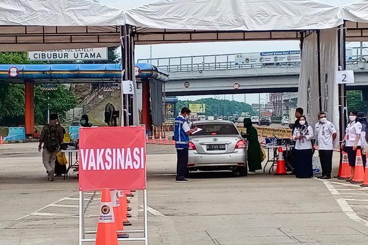 PT Jasa Marga (Persero) Tbk bersama Badan Intelijen Strategis (BAIS) Mabes TNI AD menggelar vaksinasi Drive Thru di Jalan Tol Jagorawi, 1-30 September 2021.