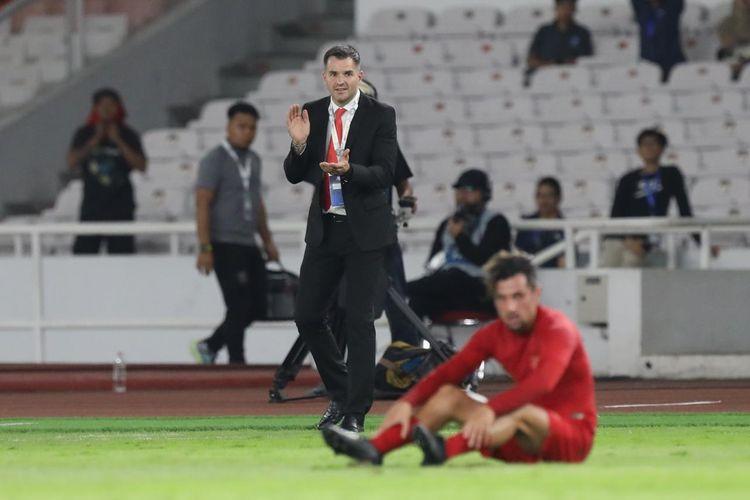 Pelatih Timnas Indonesia, Simon McMenemy, dalam laga kualifikasi Piala Dunia 2022 melawan Thailand di Stadion Utama Gelora Bung Karno, Selasa (10/9/2019).