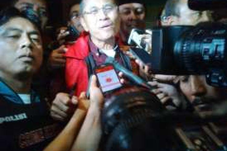 Dahlan Iskan ditahan setelah ditetapkan sebagai tersangka kasus pelepasan aset BUMD Jatim, Kamis (27/10/2016).