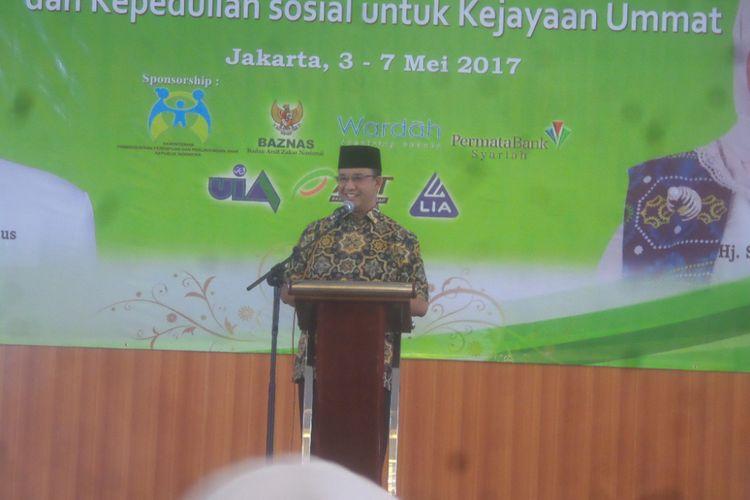 Calon gubernur DKI Jakarta Anies Baswedan mengisi seminar yang diadakan saat rapat kerja pengurus Badan Kontak Majelis Taklim (BKMT) tingkat nasional di Asrama Haji, Pondok Gede, Jakarta Timur, Kamis (4/5/2017).