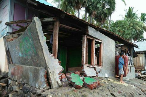 15 Rumah Warga di Bima Ambruk Dihantam Gelombang 3 Meter
