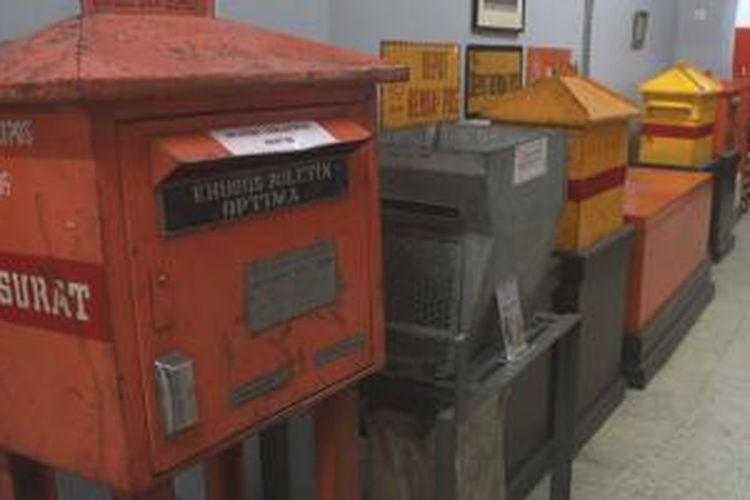 Beberapa koleksi bis surat yang dipajang di Museum Pos Indonesia, Bandung, Jawa Barat.