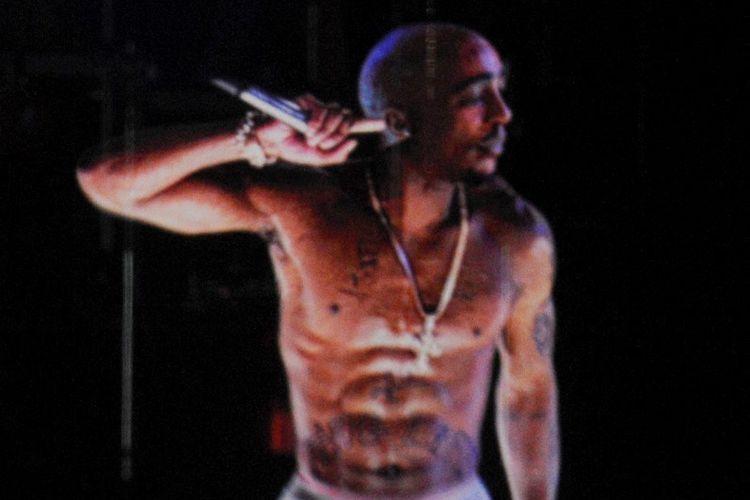 Citra hologram Tupac Shakur ditampilkan di 2012 Coachella Valley Music & Arts Festival di  Empire Polo Field di Indio, California, pada 15 April 2012.