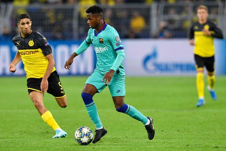 Pemain Barcelona Ansu Fati menguasai bola dalam pertandingan Grup F Liga Champions, Borussia Dortmund vs FC Barcelona di Dortmund, Jerman pada 17 September 2019.
