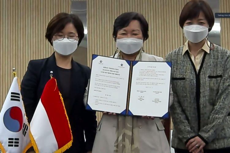 Perpustakaan Nasional (Perpusnas) menjalin nota kesepahaman (Memorandum of Understanding/MoU) dengan Perpustakaan Nasional Korea Selatan (NLK).  Penandatanganan MoU diselenggarakan secara virtual pada Jumat (7/5/2021) antara Kepala Perpusnas Muhammad Syarif Bando dan Kepala NLK Suh Hye Ran.