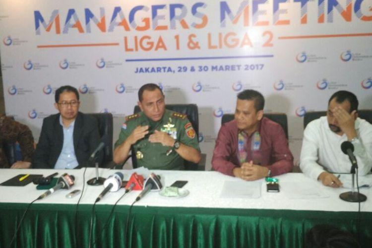 Ketua Umum PSSI Edy Rahmayadi dan jajarannya menjalani konferensi pers di Gedung Makostrad, Gambir, Jakarta Pusat, Kamis (30/3/2017) sore.