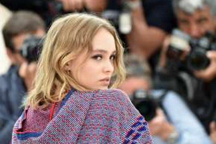 Lily-Rose Depp menghadiri konferensi pers film