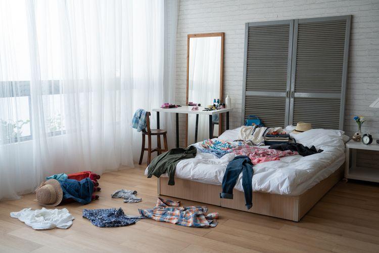 Ilustrasi kamar tidur berantakan.