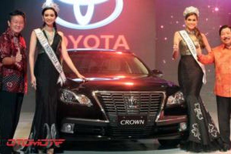 Toyota Crown Royal Series tampil di malam apresiasi Toyota di Jakarta, Selasa (4/4/2014). Generasi sebelumya telah menjadi kendaraan dinas menteri di era SBY.