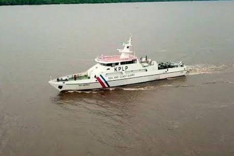 Kapal Patroli KN Jembio P.215 mencari korban tabrakan kapal di sekitar pantai Cirebon dan Indramayu.
