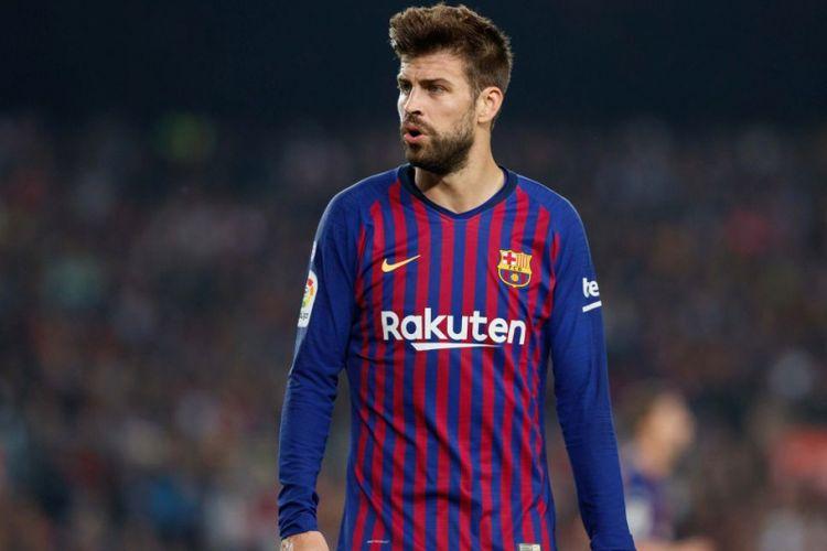 Bek Barcelona, Gerard Pique, bereaksi pada laga Liga Spanyol kontra Real Madrid pada 28 Oktober 2018.
