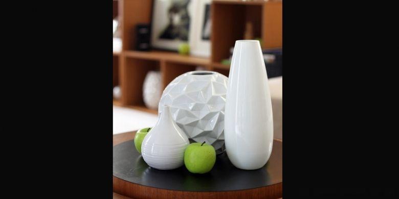 Membersihkan vas bunga juga bisa menggunakan beras.