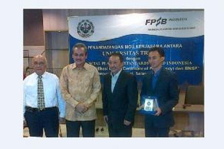 Penandatanganan kerjasama tersebut dilakukan oleh Dr. Subiakto Tjakrawerdaja selaku Rektor Universitas Trilogi dengan pihak FPSB Indonesia yang dihadiri langsung oleh Tri Djoko Santoso, CFP, selaku Ketua FPSB Indonesia.