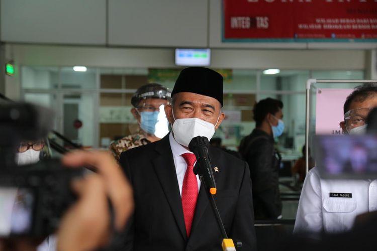 Menko PMK Muhadjir Effendy saat meninjau fasilitas dan pelayanan Rumah Sakit Khusus Ibu dan Anak (RSKIA) Kota Bandung, Jawa Barat, Rabu (16/6/2021).