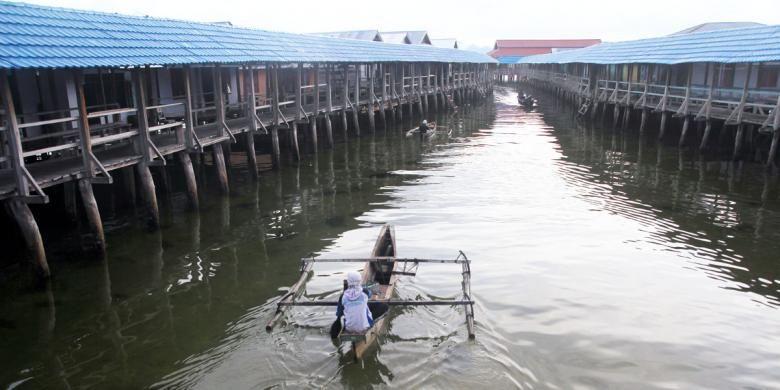 Salah satu sudut perkampungan suku Bajo di Desa Torosiaje Kabupaten Pohuwato, Gorontalo. Ribuan masyarakatnya  tinggal di atas laut dengan mendirikan rumah panggung, sekiar 500 meter dari daratan pulau Sulawesi.