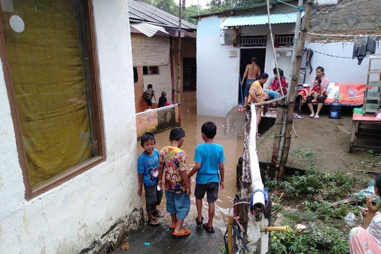 Banjir di Jalan Rukun Ujung, RT 05/05 Kelurahan Pejaten Timur, Pasar Minggu, Jakarta Selatan Karena Luapan Kali Ciliwung, Rabu (24/4/2019)
