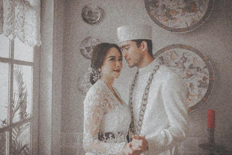 Aura Kasih dan suaminya, Eryck Amaral, dalam foto pernikahan mereka.