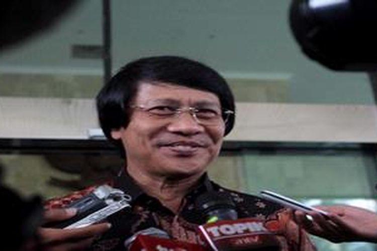 """Psikolog dan pemerhati anak Seto Mulyadi hadir di kantor Komisi Pemberantasan Korupsi (KPK), Jakarta, Kamis (23/5/2013). Kedatangan Seto yang akrab disapa Kak Seto ini, """"untuk urusan kerja"""" jawab Kak Seto, selain itu juga dalam rangka memberikan bantuan konsultasi kepada tahanan KPK mengenai putra-putri mereka yang ditinggal ditinggal di rumah karena para orangtua mereka harus menghadapi proses hukum."""