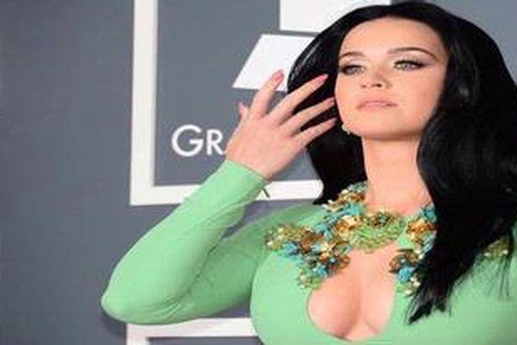 Katy Perry menghadiri acara penghargaan industri musik Gramy Awards 2013, di Staples Center, Los Angelees, California, AS.