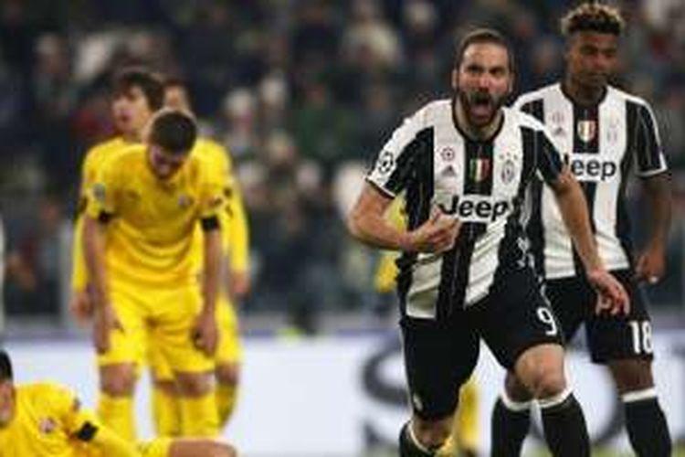 Selebrasi striker Juventus, Gonzalo Higuain, seusai mencetak gol ke gawang Dinamo Zagreb dalam pertandingan Grup H Liga Champions di Juventus Stadium, Turin, 7 Desember 2016.