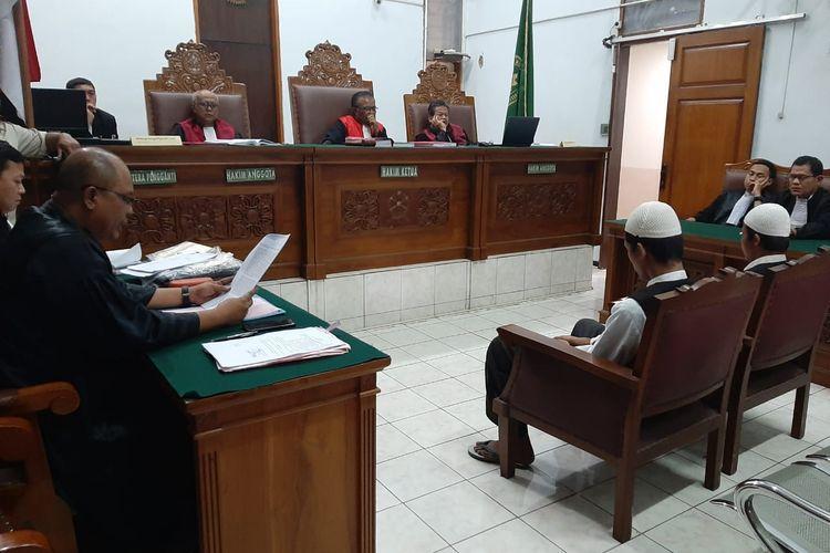Pengadilan Negeri Jakarta Selatan menggelar sidang perdana kasus pembunuhan yang melibatkan tersangka Aulia Kesuma (AK) pada Kamis (6/2/2020).  Sidang perdana dengan agenda pembacaan dakwaan itu menghadirkan dua terdakwa bayaran bernama Sugeng (S) dan Asep (A).