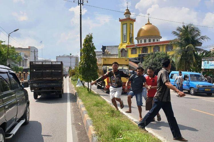 Kerusuhan terjadi di Lapas Narkoba, Kecamatan Tanjungpura, Kabupaten Langkat pada Kamis (16/5/2019), 200-an warga binaan kabur