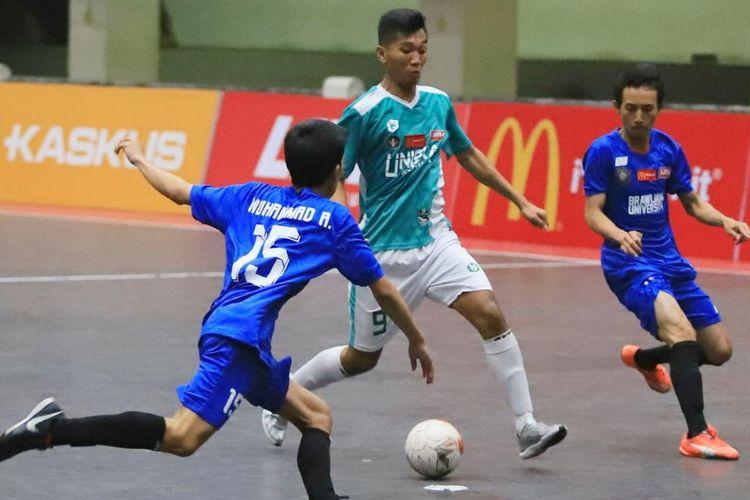Laga futsal putra Liga Mahasiswa Futsal: McDonalds East Java Conference (EJC) Season 7.  Tim futsal putra Universitas Surabaya (Ubaya) untuk kedua kalinya rebut gelar juara usai kandaskan perlawanan Universitas Islam Negeri Sunan Ampel (UINSA)  Surabaya dengan skor 1-0  di Sport Center UIN Maulana Malik Ibrahim, Malang, pada Minggu (24/11/2019).