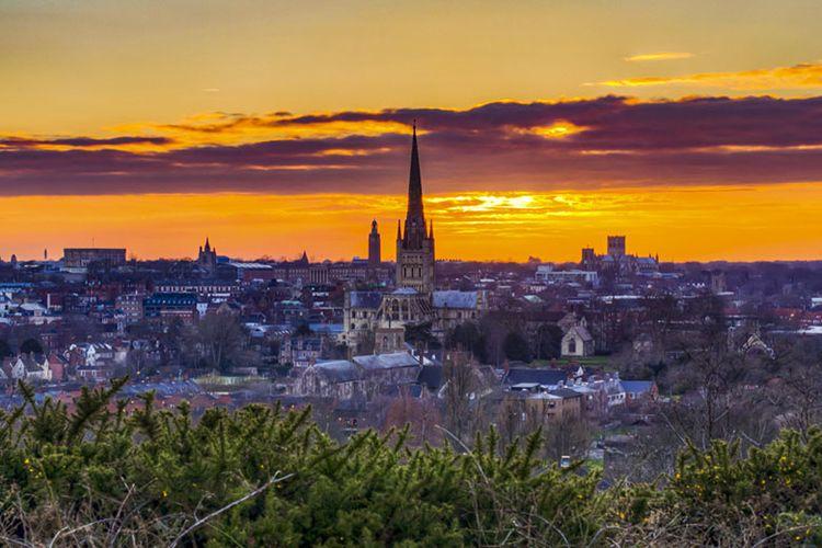 Kota Norwich di Inggris, salah satu destinasi wisata di Eropa yang pas bagi pencinta ketenangan.
