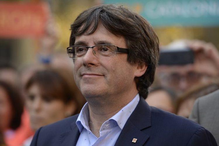 Presiden regional Catalonia Carles Puigdemont saat menghadiri demo di Barcelona pada 21 Oktober 2017.