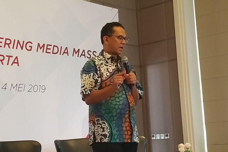 Deputi Komisioner OJK Institute dan Keuangan Digital Sukarela Batunanggar pada acara pelatihan wartawan OJK di Bandung, Jumat (3/5/2019).