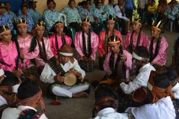 Musik Mbata dipentaskan siswa-siswi SMK Kota Komba, Manggarai Timur, Flores, NTT, Sabtu (2/5/2015).