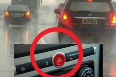 Salah Kaprah Berkendara Saat Hujan, Menyalakan Lampu Hazard
