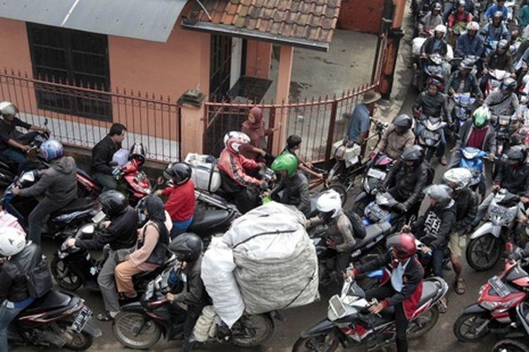 Sepeda motor menjadi angkuran rakyat yang paling fleksibel