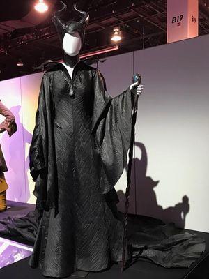 Kostum Maleficent dipamerkan di D23 Expo di Anaheim Convention Center, Anaheim, California, pada 23 hingga 25 Agustus 2019.