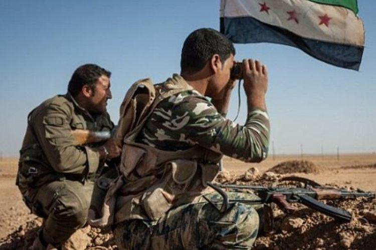 Milisi Liwa Thuwar al-Raqqa sejak 2013 melawan ISIS dari luar kota Raqqa dan menyelamatkan warga Barat yang ingin melarikan diri dari wilayah ISIS.
