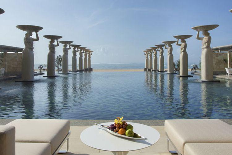 Kolam renang di The Mulia, Bali.