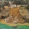 Puluhan Peti Mati Mengambang ke Laut Mediterania Usai Pemakaman di Puncak Tebing Runtuh